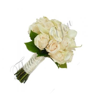 Buchete mireasa cale albe trandafiri crem