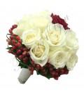 Buchete mireasa trandafiri albi hipericum rosu