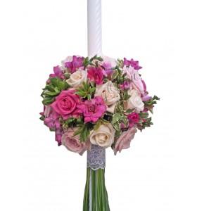 Lumanari nunta trandafiri albi  trandafirii roz pal  frezii roz