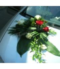 Aranjamente masina trandafiri albi trandafiri grena
