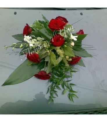 Aranjament masina trandafiri grena dendrobium alb