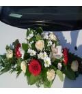 Aranjamente masina trandafiri crizantema