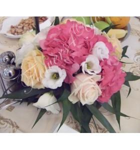 Aranjamente florale nunta hortensia trandafiri lisiantus