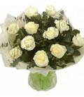 Buchet trandafiri albi eucalipt