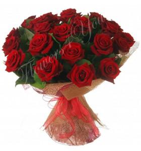 Buchet trandafiri grena funda rosie
