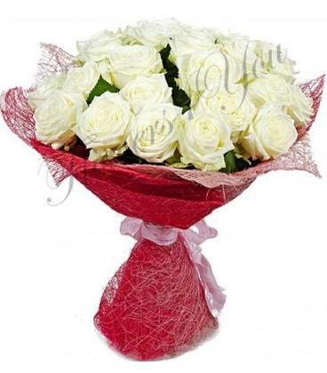 Buchet trandafiri albi plasa decor