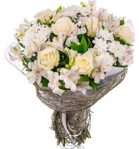 Buchet trandafiri albi crizantema astroemelia