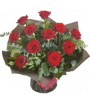 Buchet trandafiri grena eucalipt