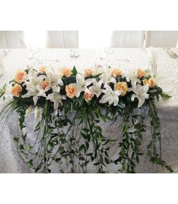 Aranjament floral prezidiu trandafiri crin dendrobium