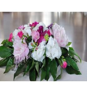 Aranjament floral prezidiu bujori hortensii frezii