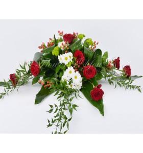 Aranjament trandafiri hipericum crizantema