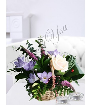Aranjament floral frezii trandafiri