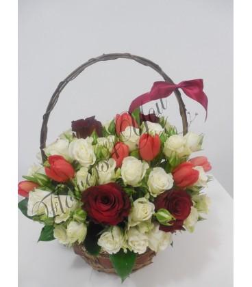 Aranjament floral lalele miniroza trandafiri
