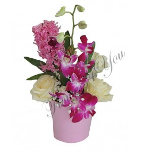 Aranjament floral zambile trandafiri dendrobium