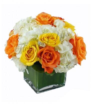 Aranjament hortensia trandafiri