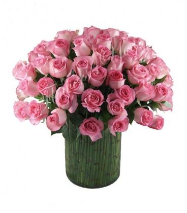 Aranjament trandafiri roz bambus