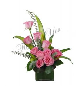 Aranjament trandafiri roz eucalipt