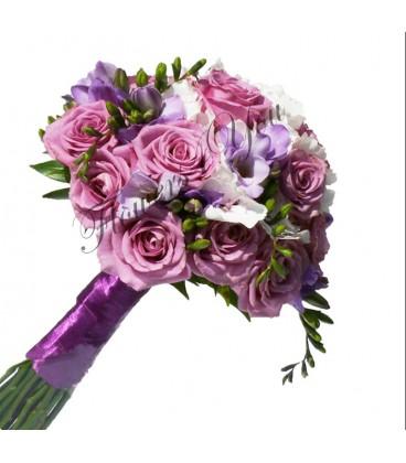 Buchet de mireasa trandafiri mov frezia mov lila