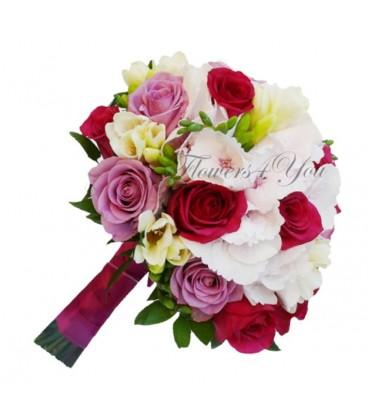 Buchet de mireasa hortensia frezii trandafiri