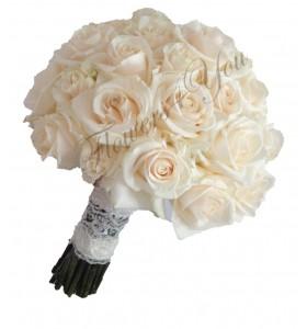 Buchet de mireasa rotund trandafiri crem