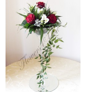 Aranjament floral nunta trandafiri frezia gipsofila