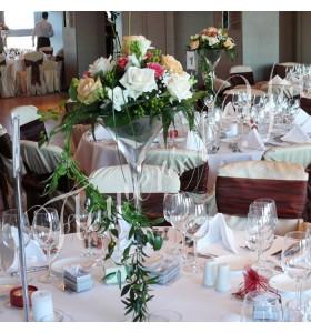 Aranjament floral nunta frezia trandafiri hipericum
