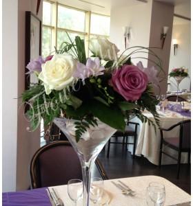 Aranjamente florale nunta trandafiri frezii scoici