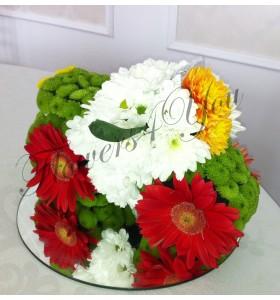 Aranjament floral botez masina din flori