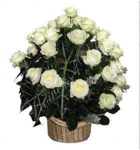 Aranjament floral cas trandafiri albi